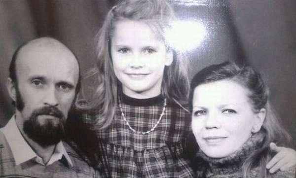 Елена Летучая в детстве с семьей фото