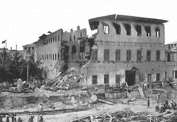 Султанский дворец после обстрела