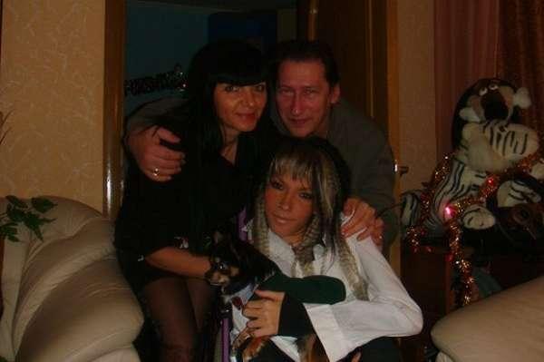 Юлия Самойлова с родителями.