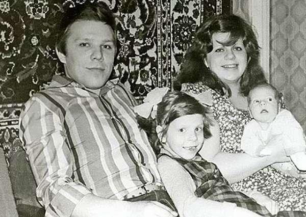 Владимир Девятов с женой и детьми