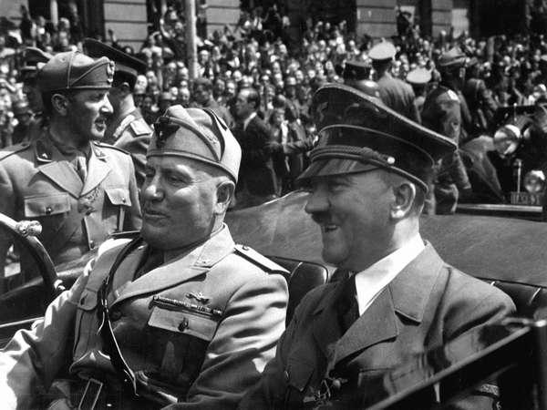 Адольф Гитлер и Бенито Муссолини. Мюнхен, июнь 1940 года