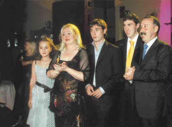 Valery Gazzaev с семьей совместное фото