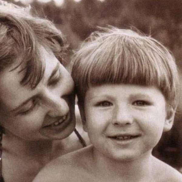 Алексей Ягудин в детстве с мамой фото