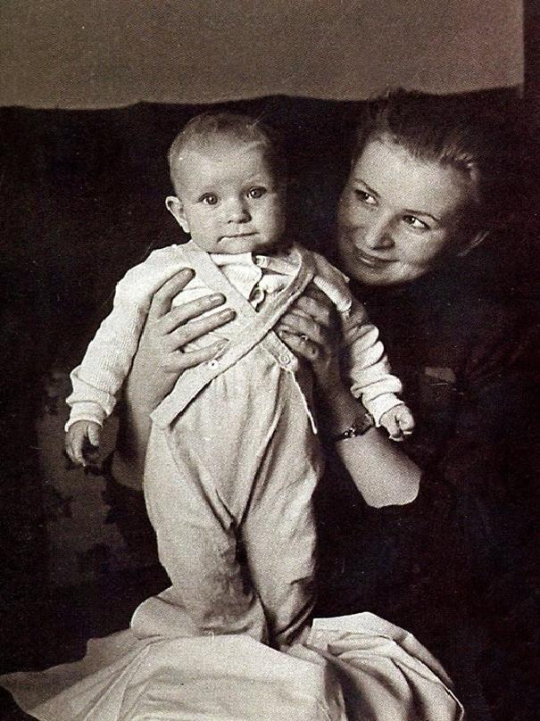 Валентина Серова с сыном Анатолием