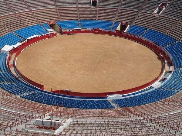 Plaza de Toro в Малаге, Испания, построена в 1874 году. Plaza de Toro в Мексико, Мексика, одна из самых знаменитых в мире арен для корриды, построена в 1946 году.