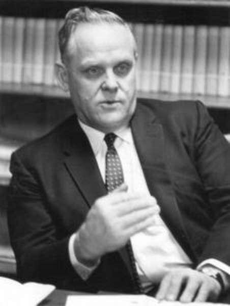 Гес Холл до конца жизни был верен коммунизму Гес Холл до конца жизни был верен коммунизму