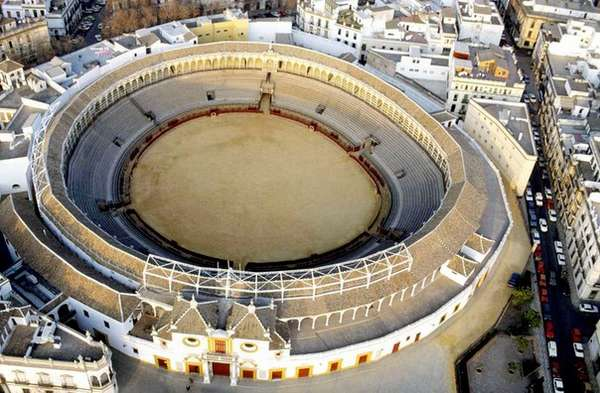 Plaza de Toros de la Maestranza, старейшая арена для корриды в Испании, возведена в 1881 году.