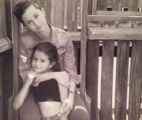 Селена Гомес в детстве со своей мамой фото