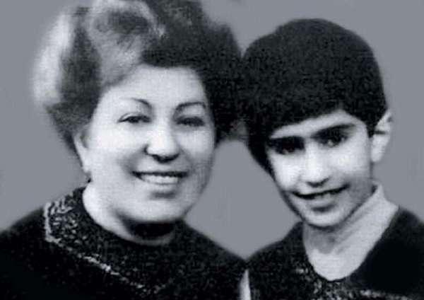 Николай Цискаридзе в детстве с мамой фото
