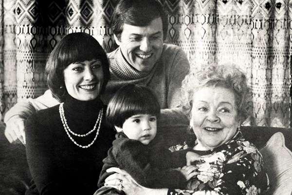 Зоя Федорова с дочерью, зятем и внуком