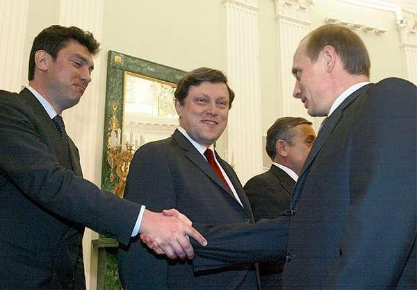 Он не пришел на совещание из-за болезни собаки. Каким человеком был Путин в девяностые? Рассказ Немцова