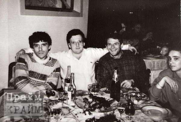 Сын Никифоровой Виктор Калина в центре