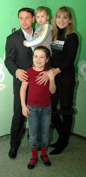Дмитрий Аленичев с семьей