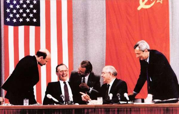 Встреча на высшем уровне Джорджа Буша и Михаила Горбачева