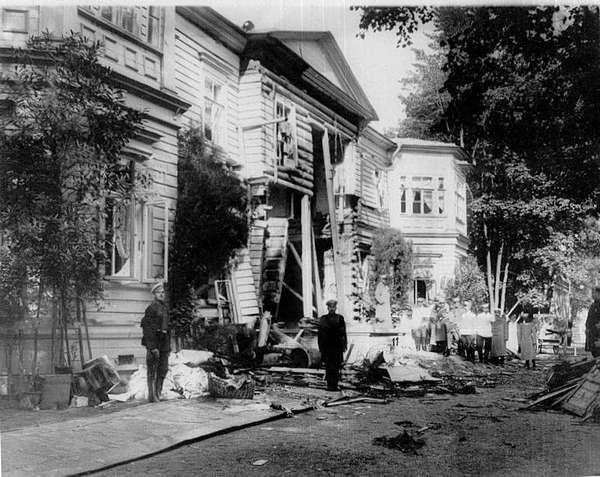 Первое покушение - взрыв на даче на Аптекарском острове