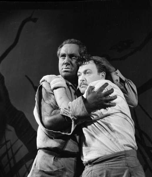 С Е. Копеляном в спектакле «Не склонившие головы»
