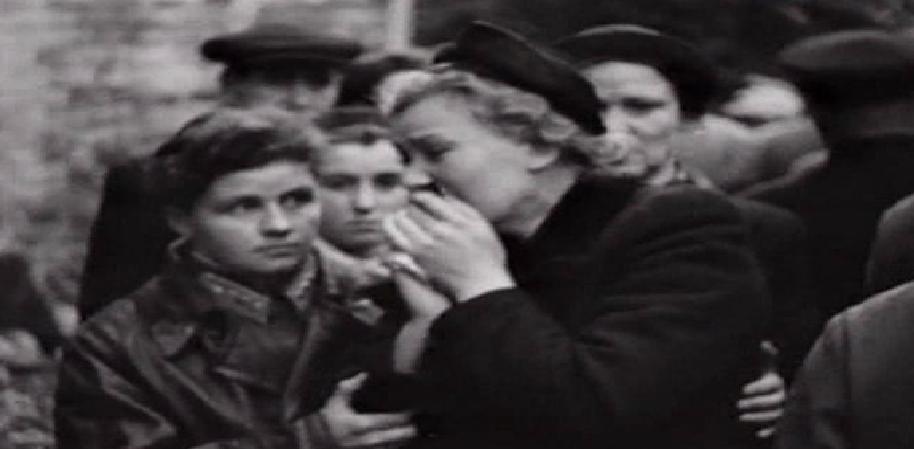 Валентина Серова на похоронах мужа