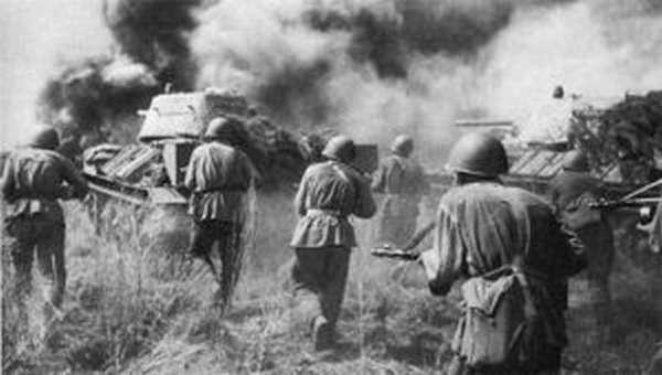 Танкисты и пехота атакуют немцев на Воронежском фронте