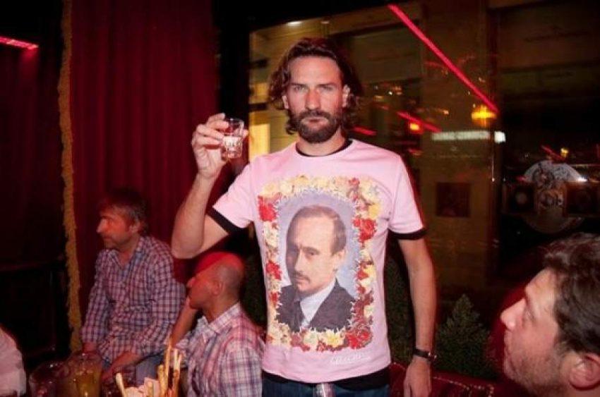 Танцовщик с татуировкой Путина на груди назвал геев позором и его выгнали из Парижской оперы Потому что его слова не соответствуют нашим ценностям
