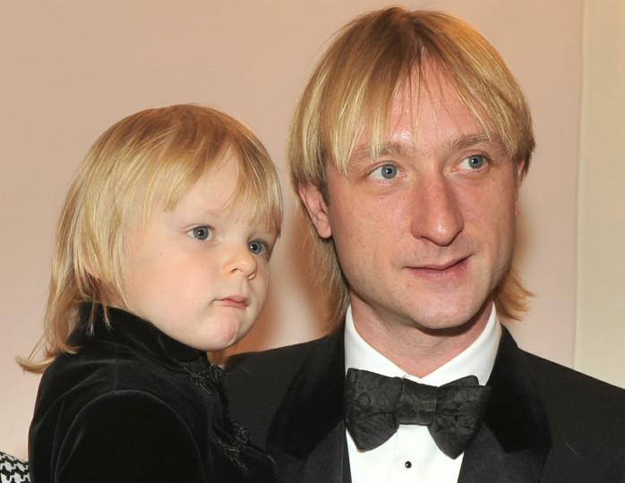 «Чей ребеночек-то»: Евгений Плющенко сравнил архивное фото из детства и со снимком сына и схожести нет ни в чем