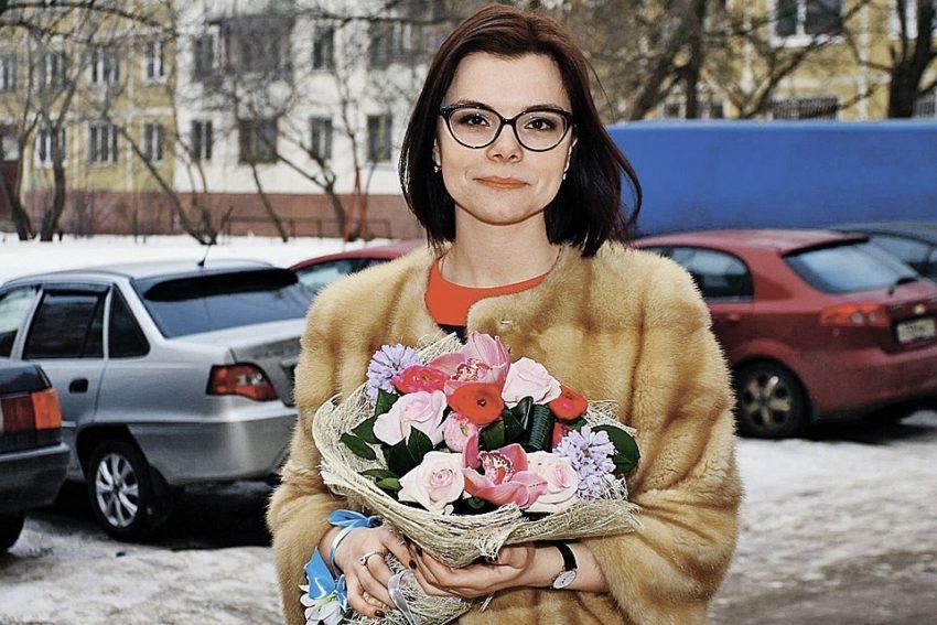 Как преобразилась любовница Евгения Петросяна за годы работы с юмористом от синих колготок и пижамного костюма в московском дворе до изящной и изысканной леди