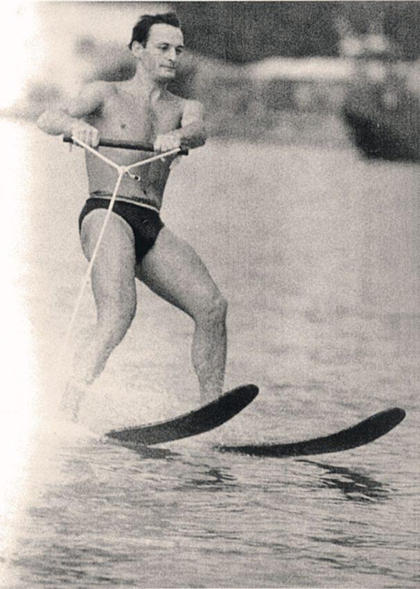 Василию Лановому 85. Почему любимой ролью актера стал эпизод в комедии «Полосатый рейс» в образе пляжного пижона