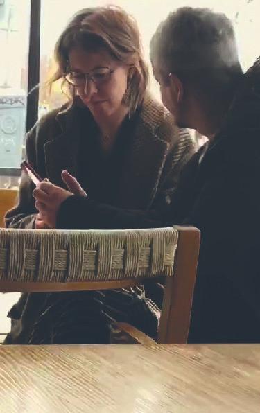 Чашку кофею случайные посетители засняли Ксению Собчак с Константином Богомоловым