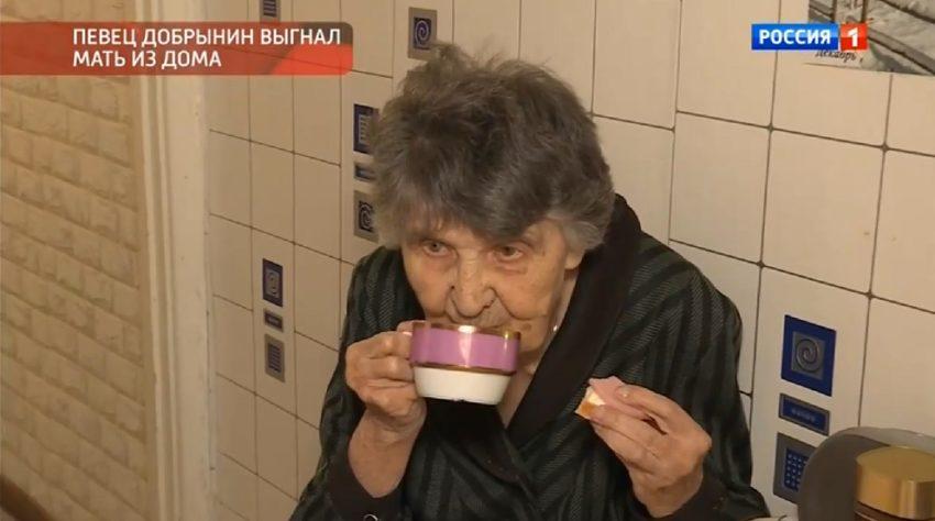 Певец Александр Добрынин выставил на улицу престарелую мать, чтобы предаваться любовным утехам