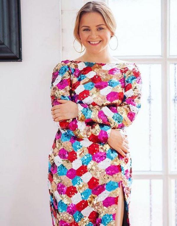 Заметно пополневшая Юлия Проскурякова таинственно уклоняется от вопросов о новой беременности фото