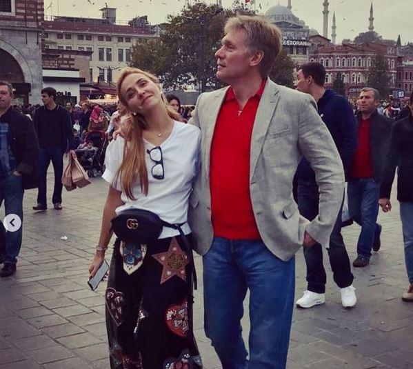 Стыдоба миллионерша Татьяна Навка в скромной одежде просит нищее население отправить последние 50 рублей на помощь больным детям