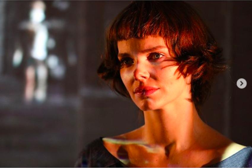 Каре и неровно подстриженная челка Цветаевой родившая Елизавета Боярская кардинально сменила имидж и выходит на сцену