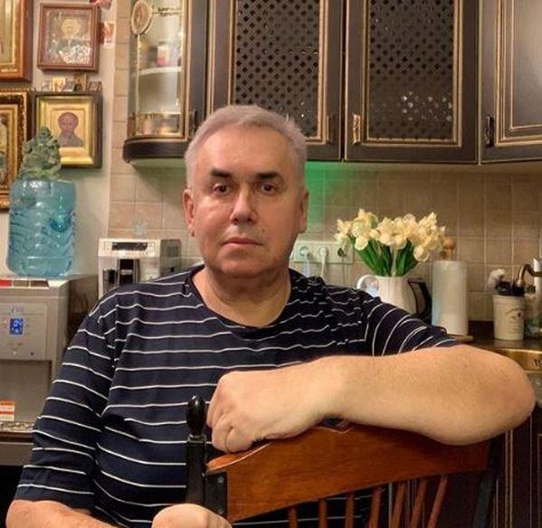 Дима на лабутенах Стас Садальский посмеялся над премьером Медведевым, который в свои 53 продолжает расти