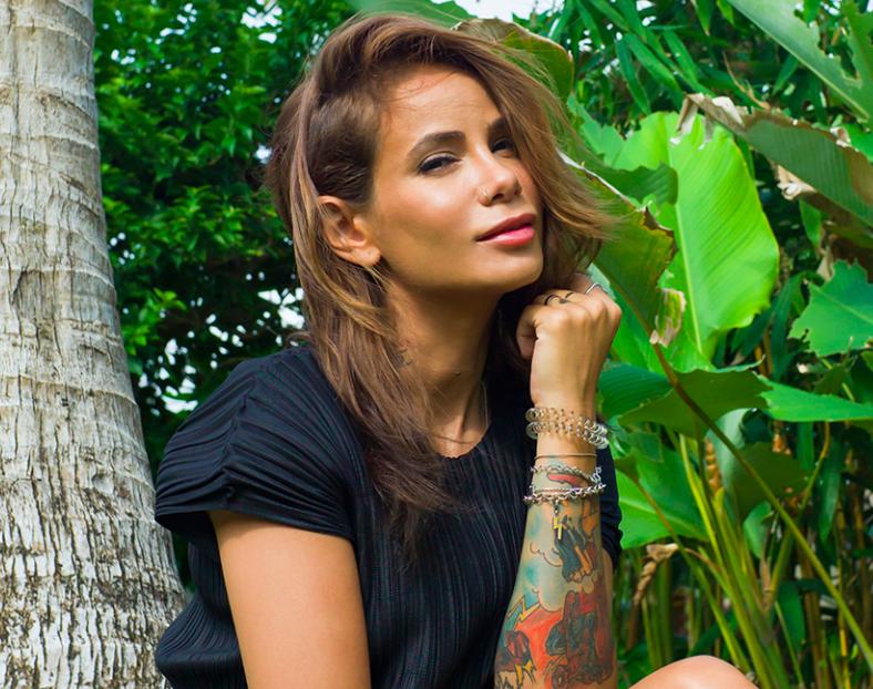 Айза Анохина прикрылась одной пальмовой веточкой на Бали и согрела соцсети (осторожно фото)