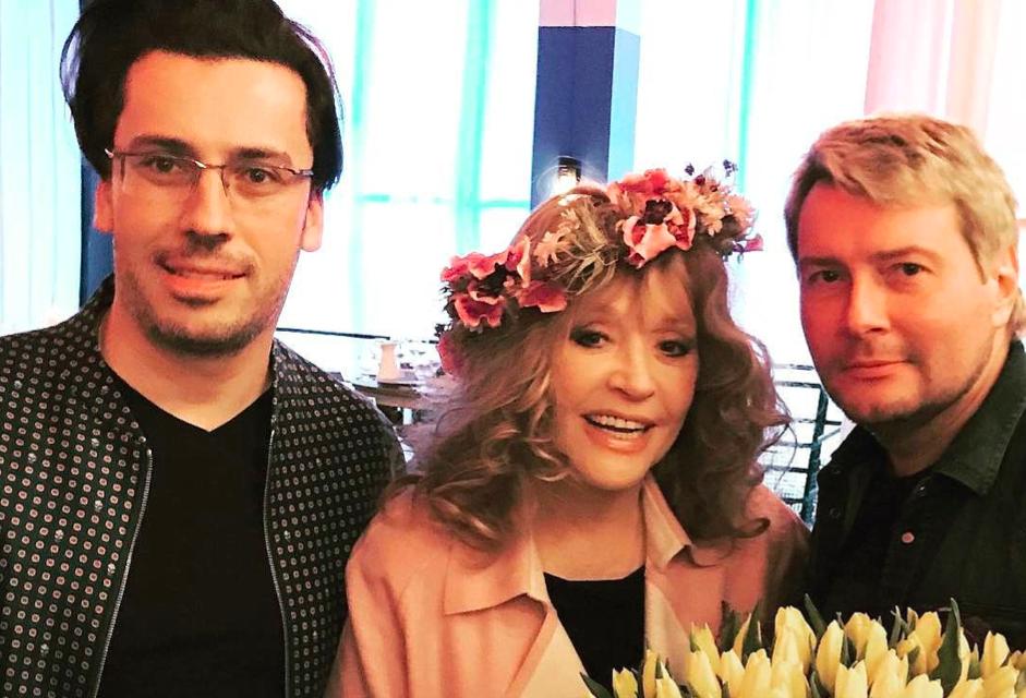 Праздник весны от Аллы Пугачевой неизменной традиции в компании родных, близких и желтых тюльпанов уже полвека