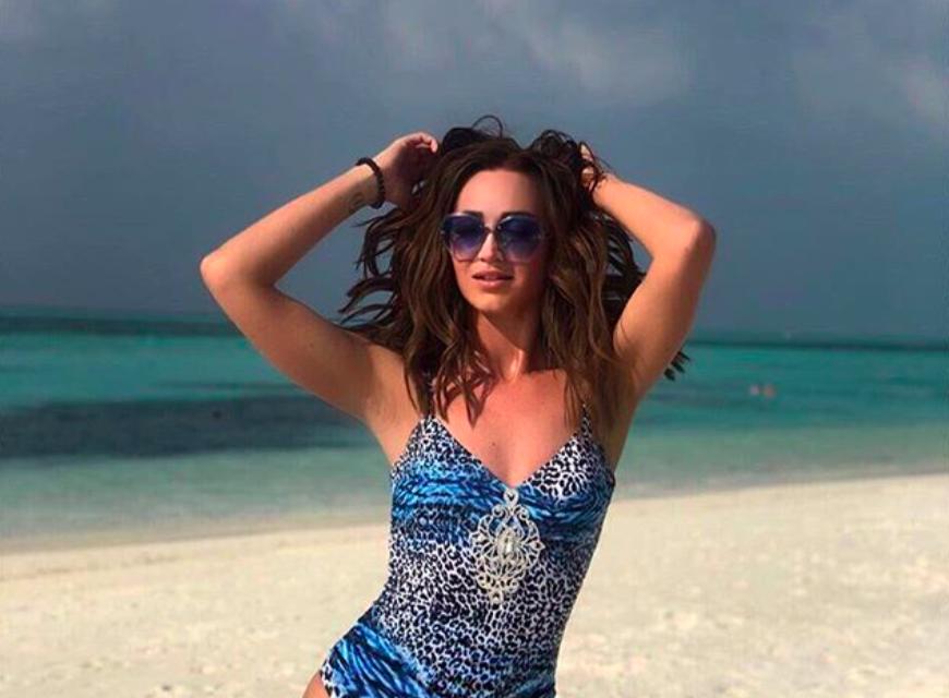 Ольге Бузовой в откровенных купальниках на отдыхе на Мальдивах советуют «качать попу»