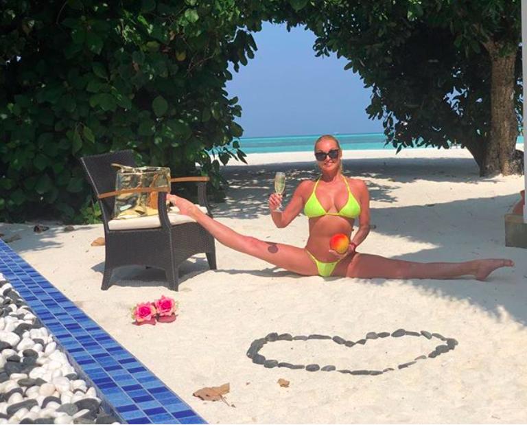 Директор остался довольный и впечатлённый сколько Анастасия Волочкова заплатила за отдых на Мальдивах