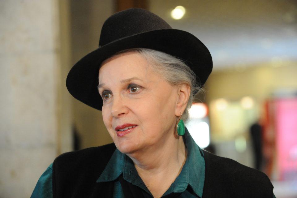 Помощница обворовала 90-летнюю Элину Быстрицкую. Сестра застала актрису в плачевном состоянии