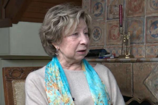 Галкину предложили высмеивать Пугачеву, ведь она тоже бабушка: А вот Лия Ахеджакова наше сокровище, к ней надо относиться бережно