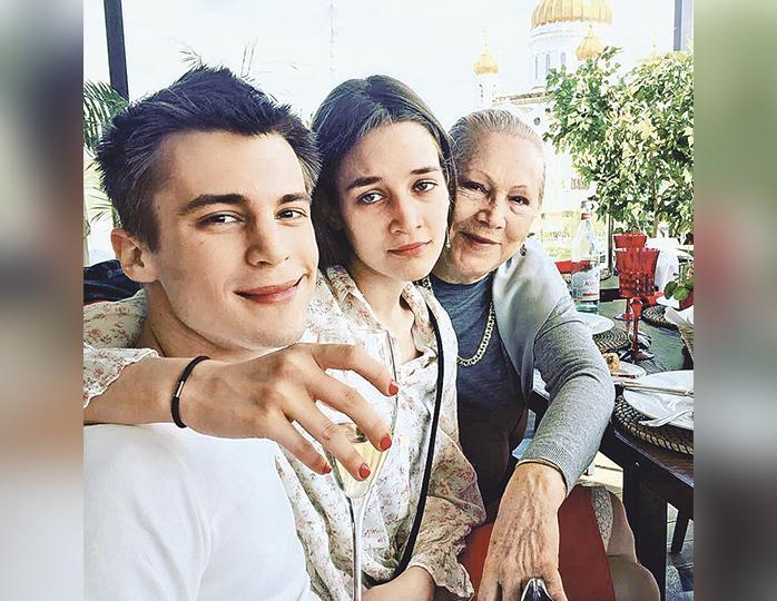 Олег Янковский был бы невероятно счастлив, узнав чем сейчас занимаются его внуки