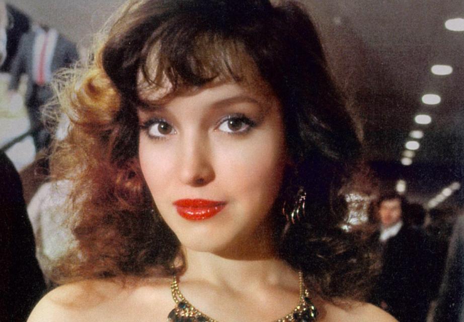 Красота на фоне 90‑х. Десять лет без Анны Самохиной | 640x922
