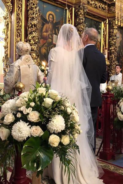 Без лишний глаз Андрей Кончаловский и Юлия Высоцкая обвенчались спустя 21 год после свадьбы. Фото