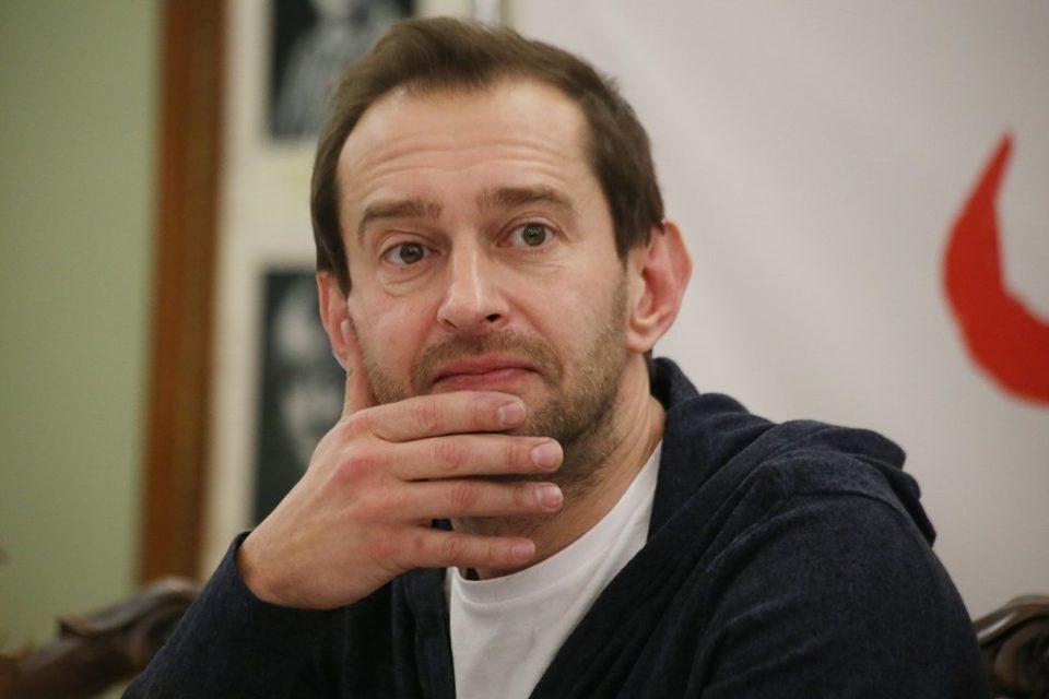 Константин Хабенский подарил жене за рождение дочери искусственную шубу-«чебурашку» всего за 10 тысяч рублей