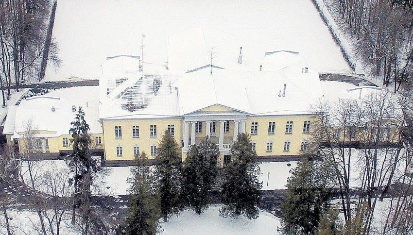 Какую пенсию получает вдова Бориса Ельцина, что может позволить себе жить во дворце и оплачивать услуги прислуги и садовника
