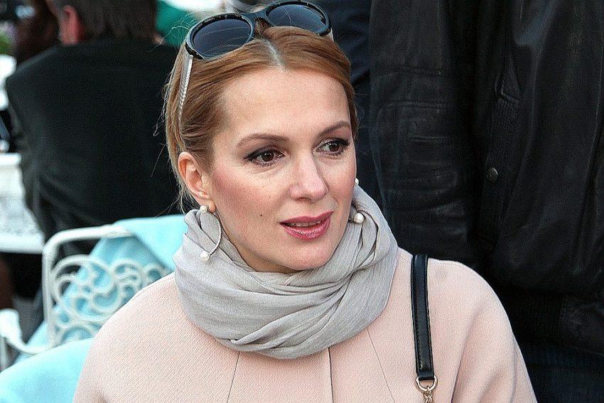 Мария Порошина вынуждена оставить новорожденного сына ради денег
