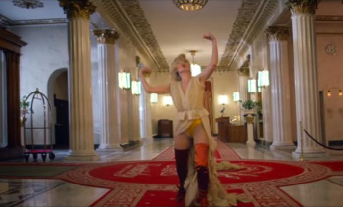 Танец желтых труселей: поклонники не ожидали увидеть столько вульгарщины и безвкусицы в новом клипе Полины Гагариной