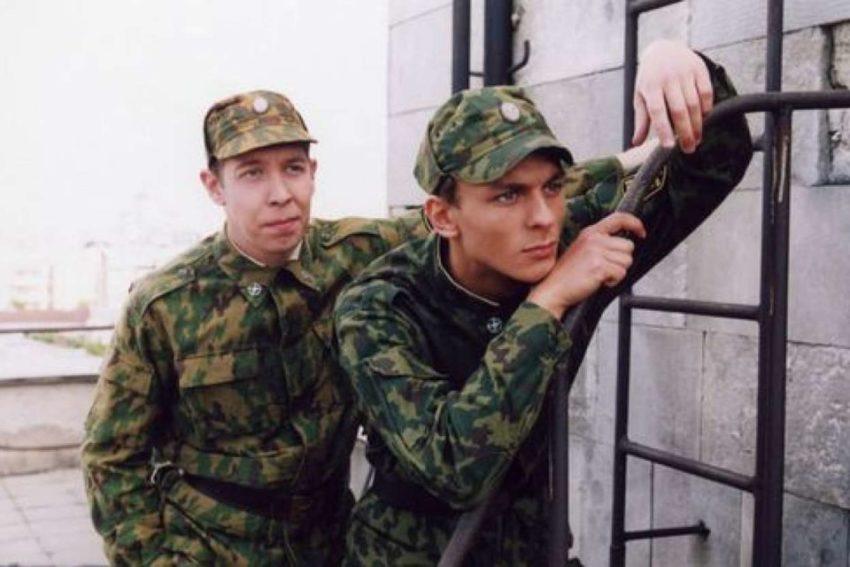 Как сложились судьбы молодых актеров из сериала «Солдаты» спустя 15 лет