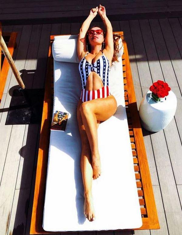 Гиалуроновый поросенок лицо Анны Седоковой крупным планов и без фотошопа стало сплошным разочарованием для фанатов, которые считали экс-«виагрянку» эталоном красоты