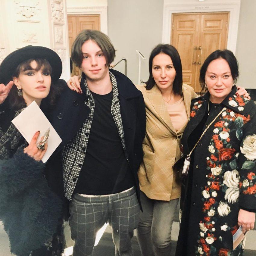 Родили с разницей в неделю Алика Смехова и Лариса Гузеева показали публике повзрослевших детей