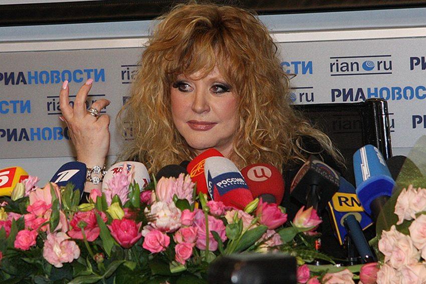 За что целительница Джуна полоснула острым концом розочки по лицу Аллы Пугачевой